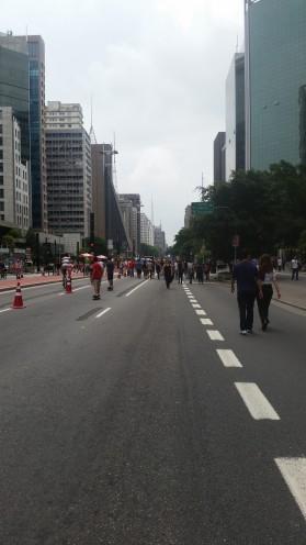 As pessoas aproveitando a Paulista inteira só para elas <3